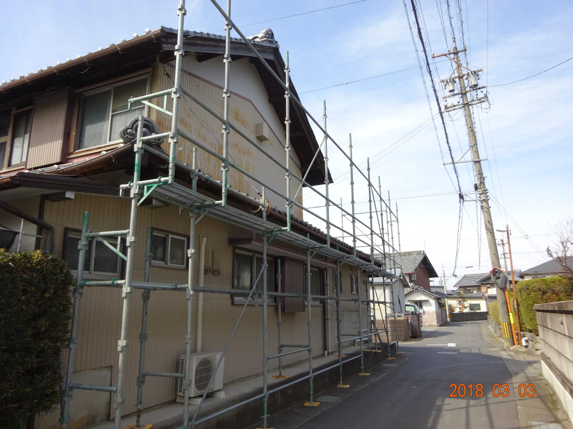岐阜市で、古民家の瓦工事を行っています。