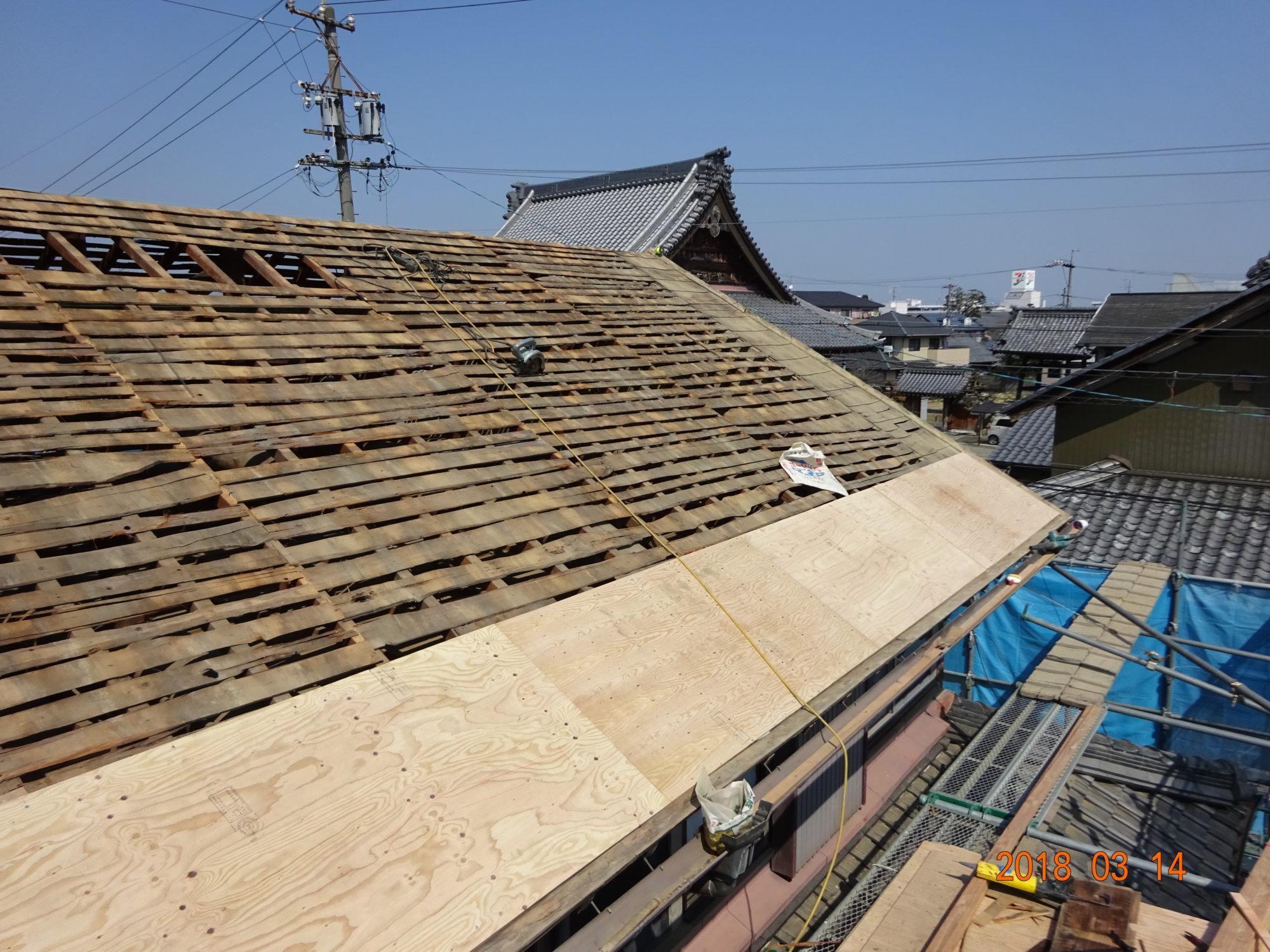 岐阜市で、古民家の瓦工事をしています。