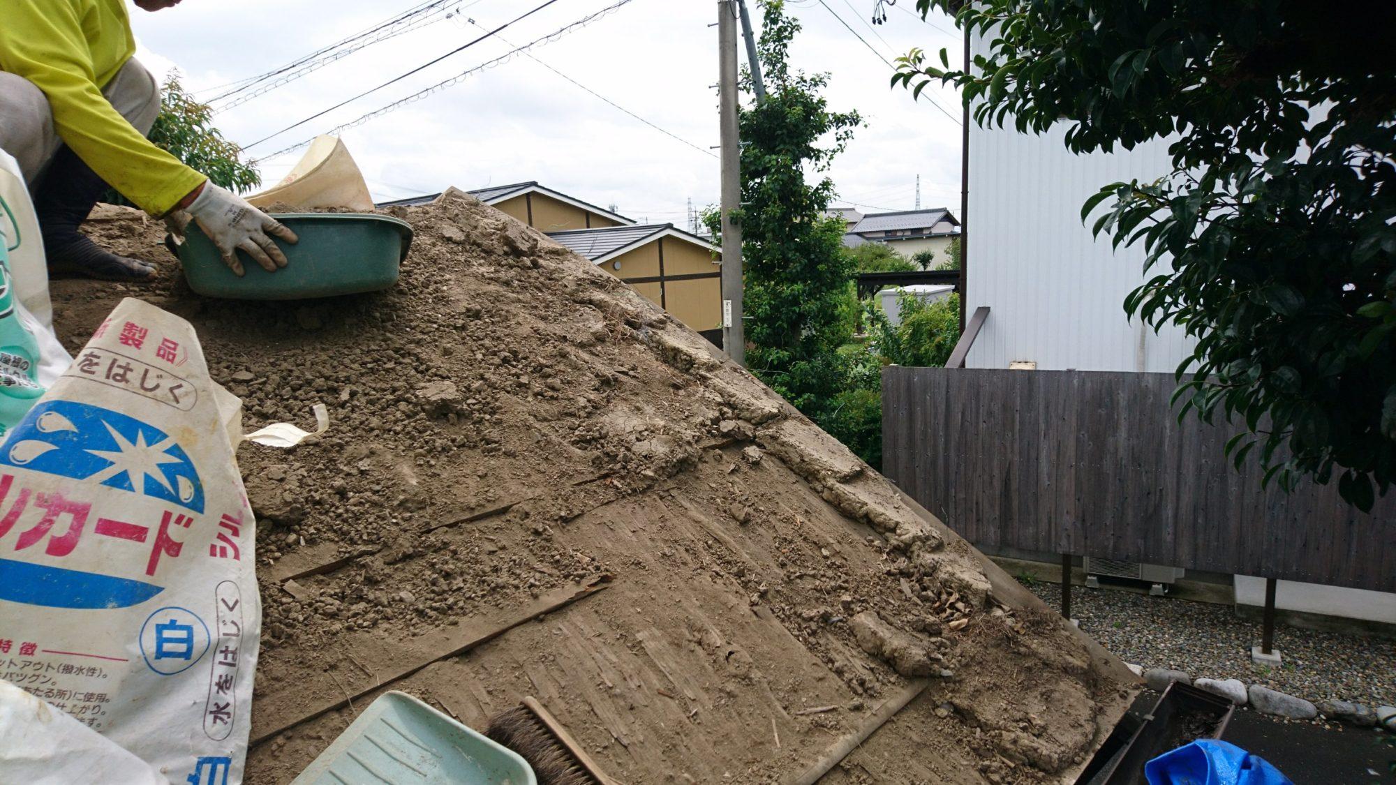 岐阜市で公民館の屋根工事をしています。