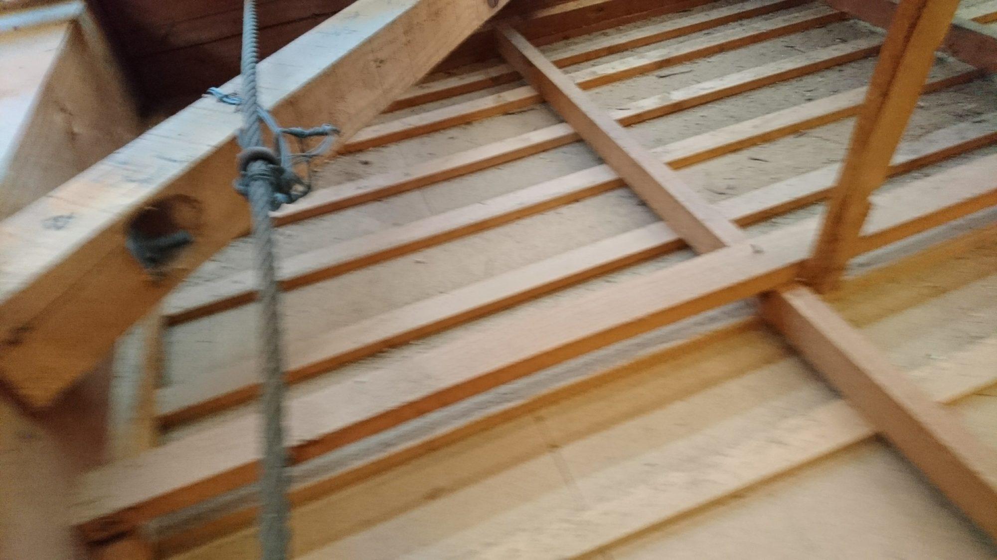 岐阜市で屋根の改修工事をしています。
