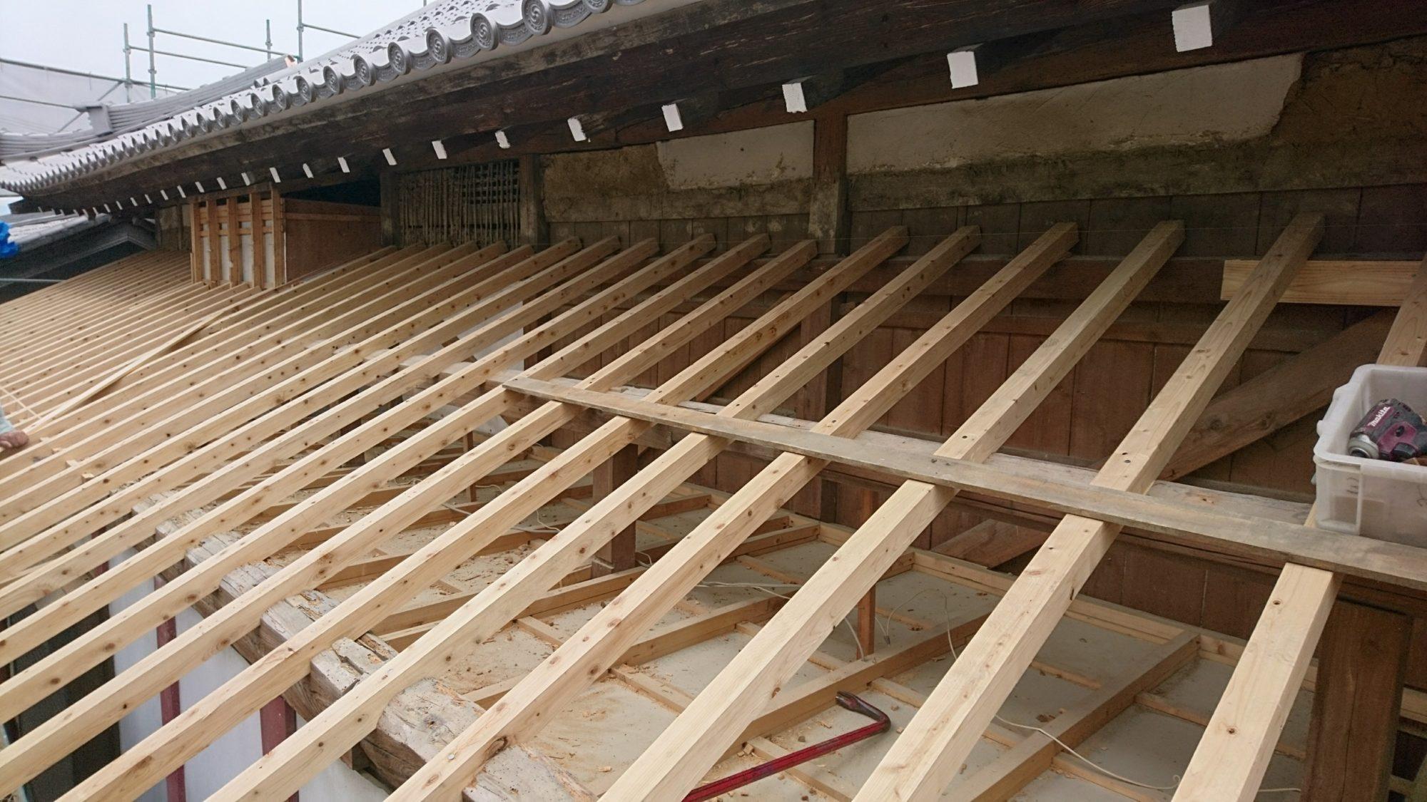 揖斐郡池田町で本堂の改修工事をしています。