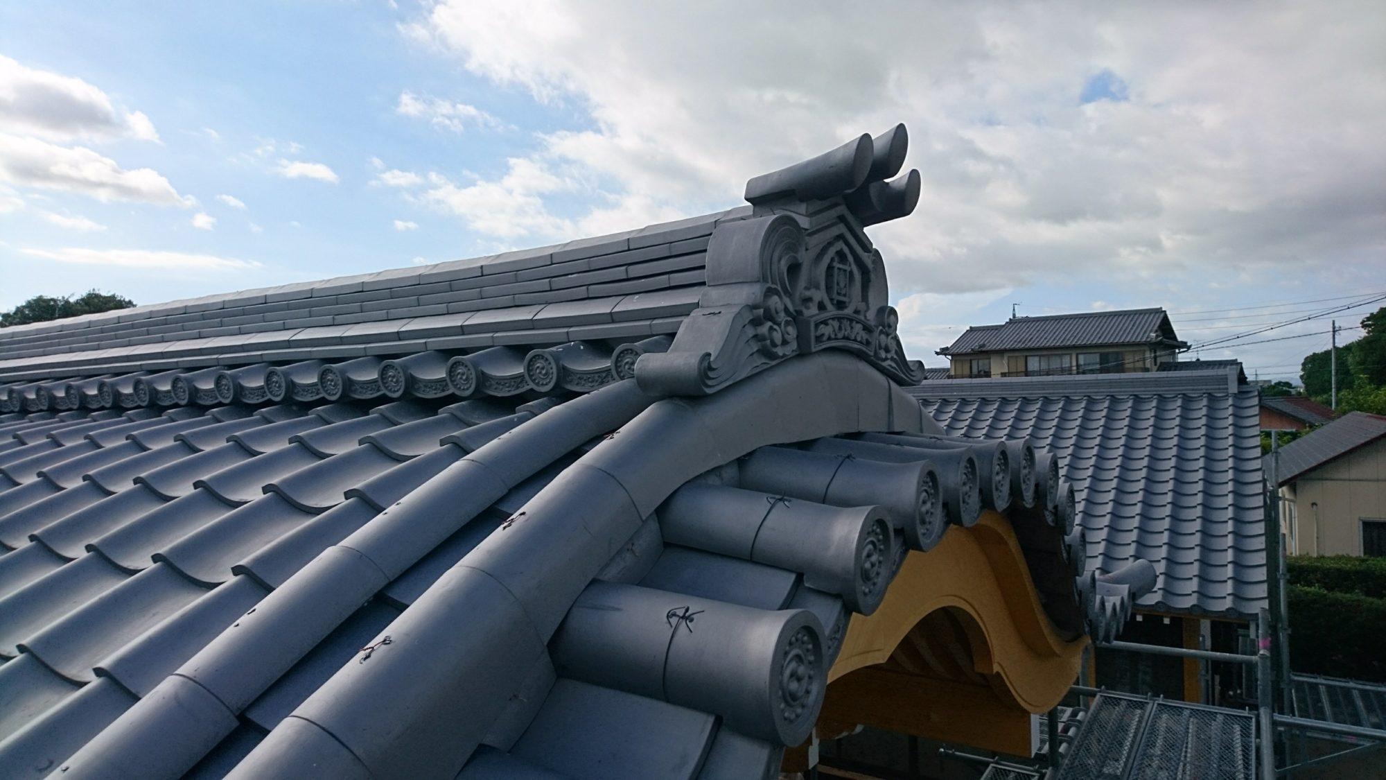 伊正建設さんの仕事で、あま市のお寺で玄関工事をしています。
