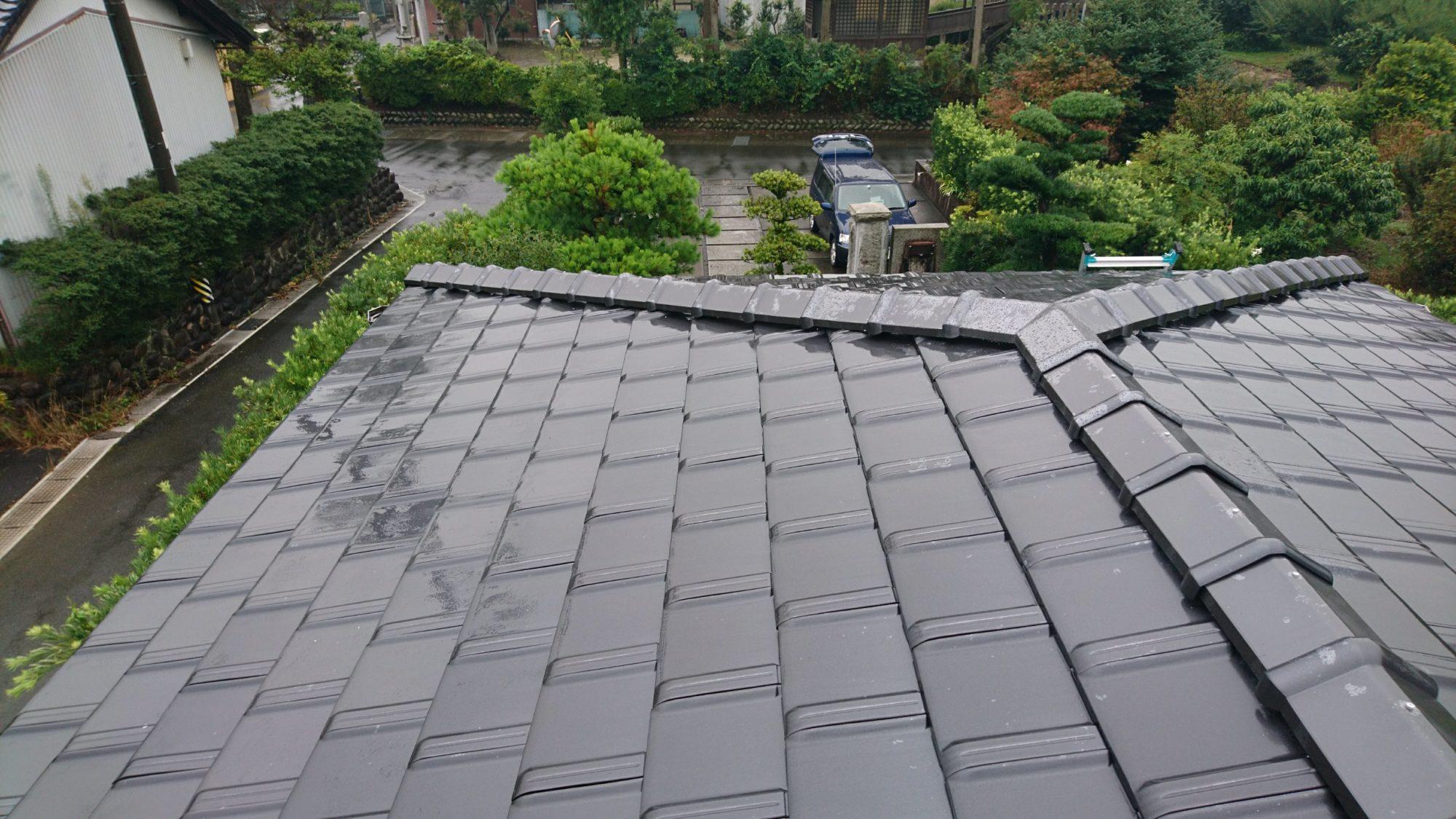 瑞穂市で、屋根の改修工事をしています。