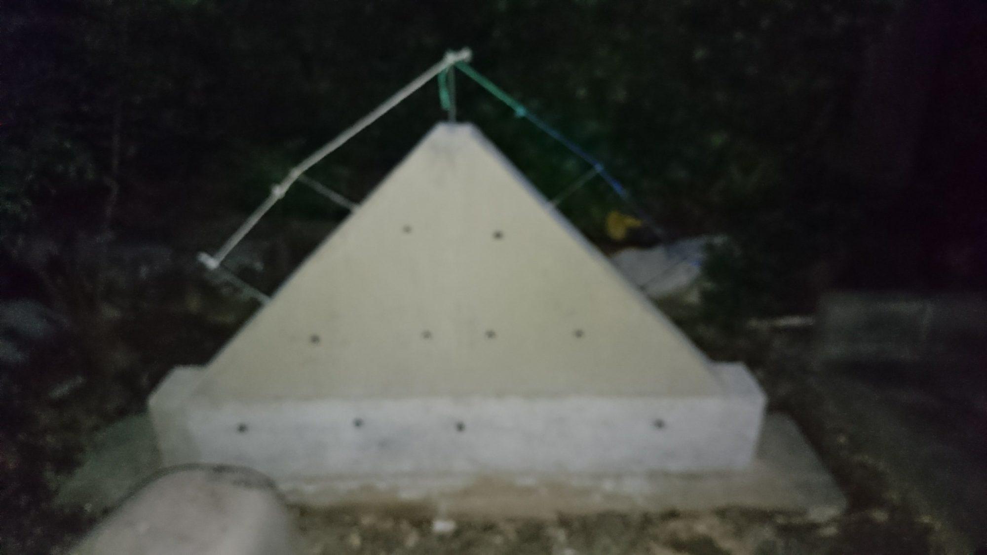 揖斐郡池田町で、鬼瓦の設置をしています。