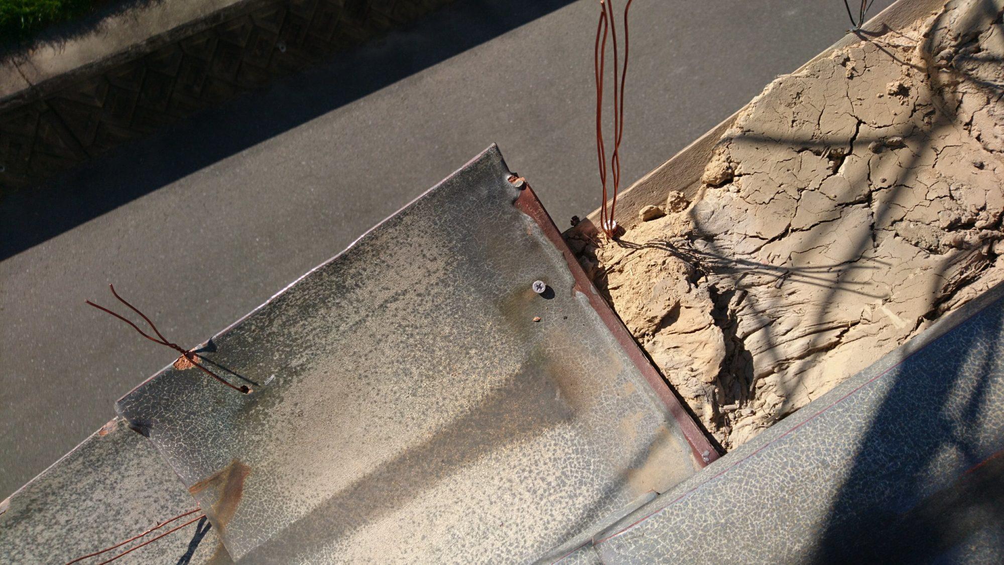 今日は、大垣市で、針金交換の工事です。
