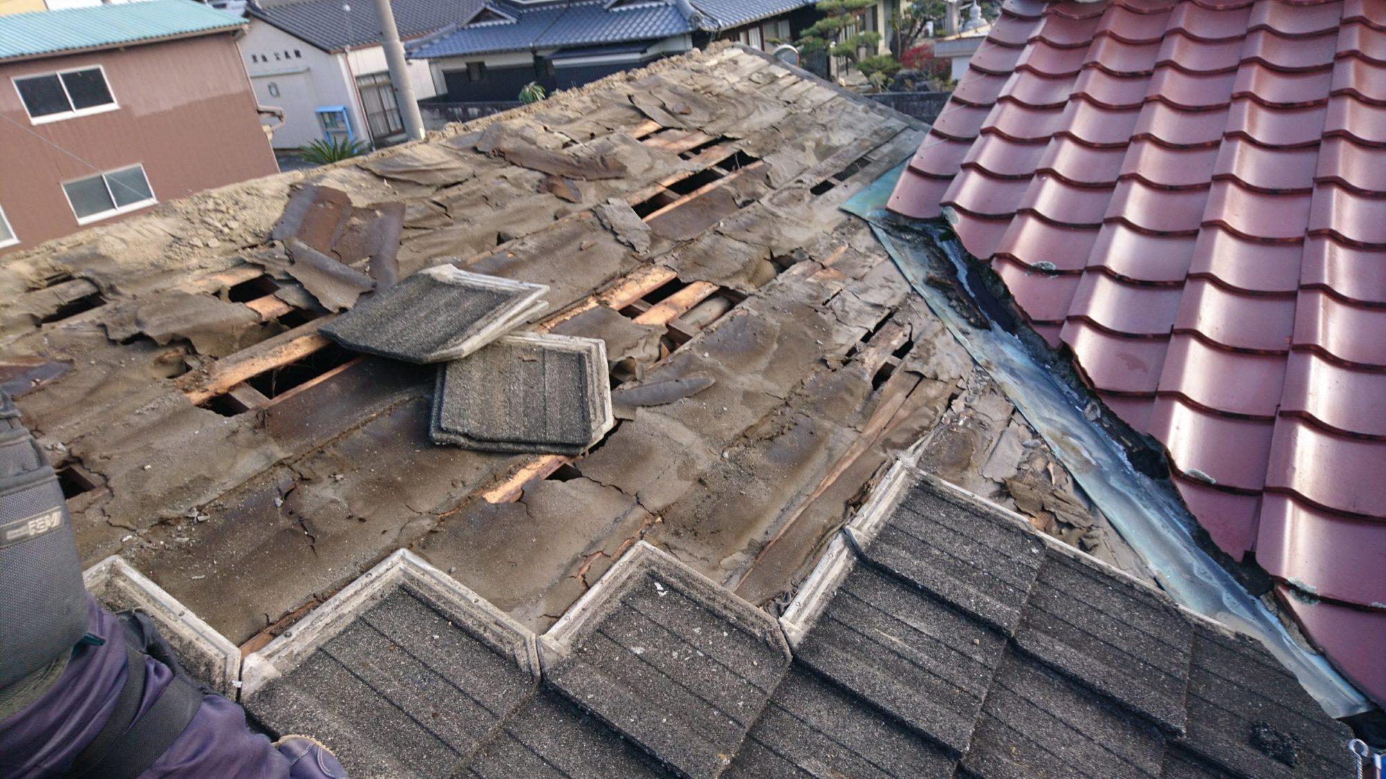 大垣市で民家の屋根改修工事をしています。