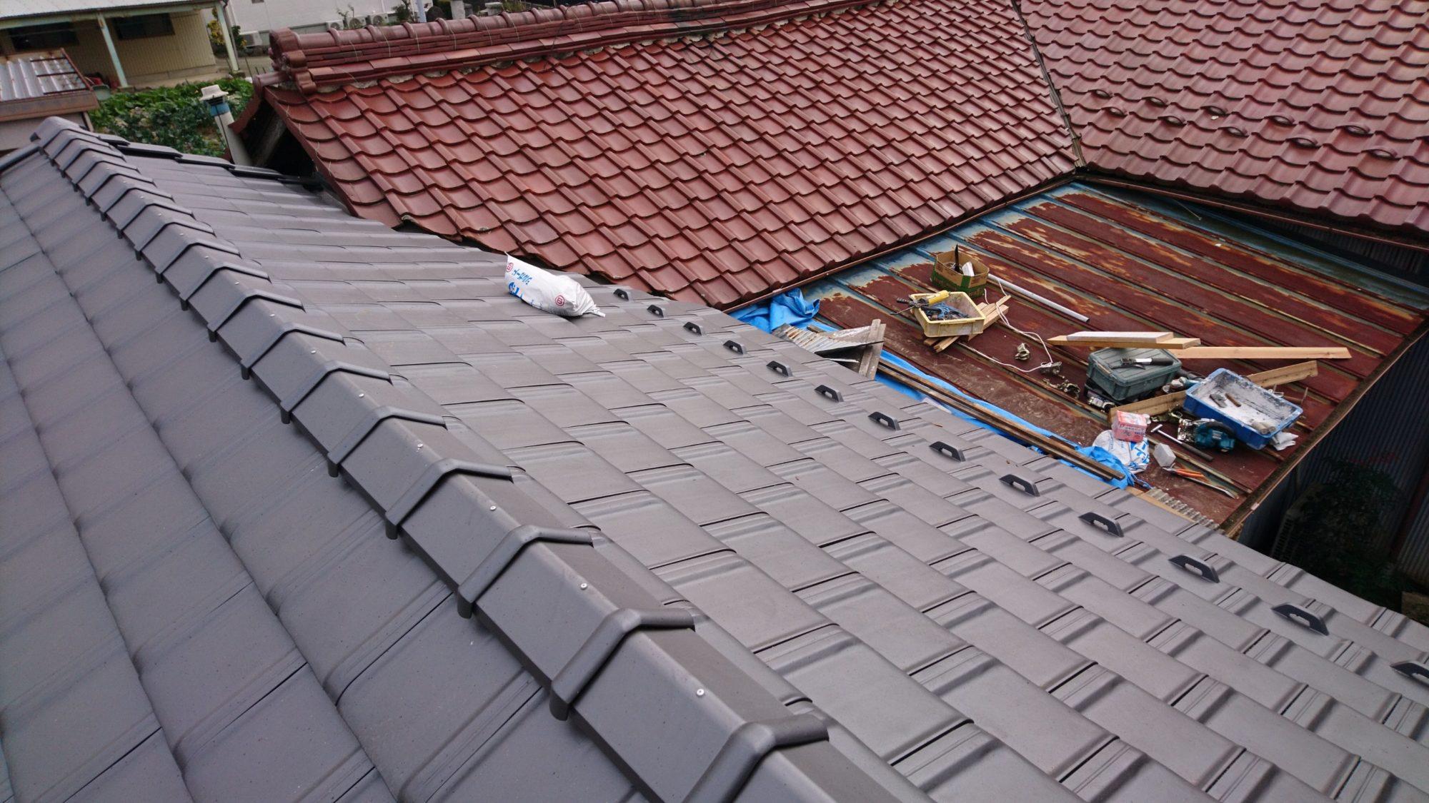 大垣市で、民家の屋根改修工事をしています。