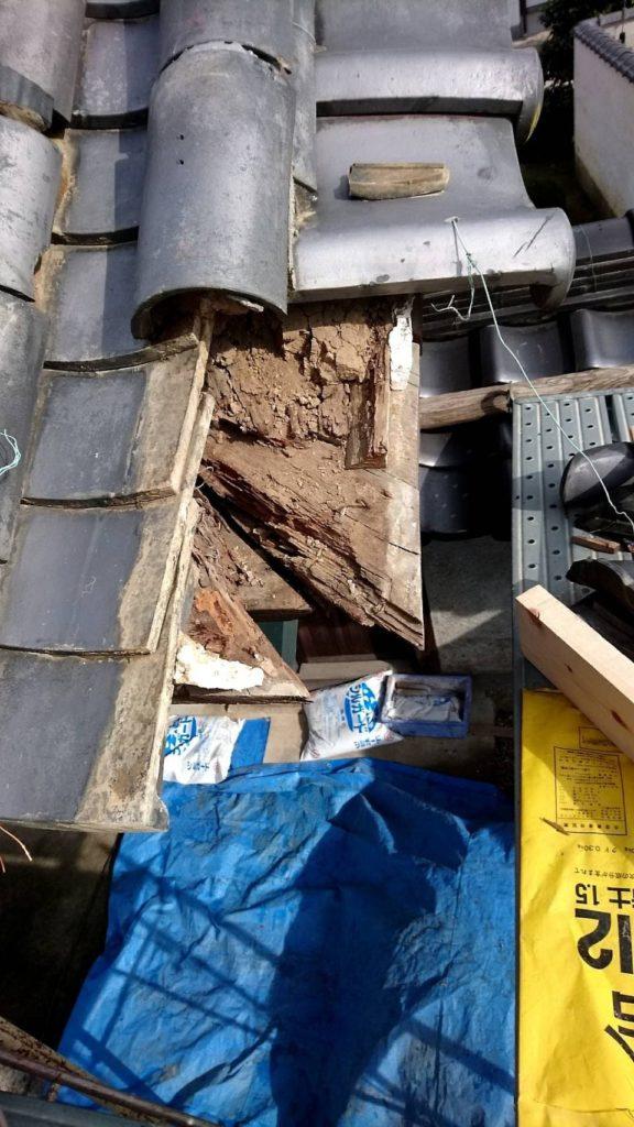 扶桑町のお寺で、山門の修理をしています。