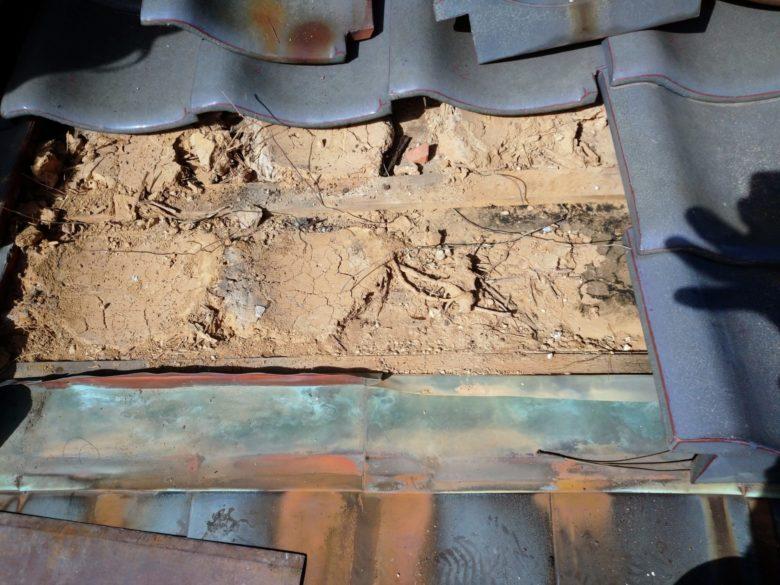 扶桑町で 銅板と樋工事をしています。