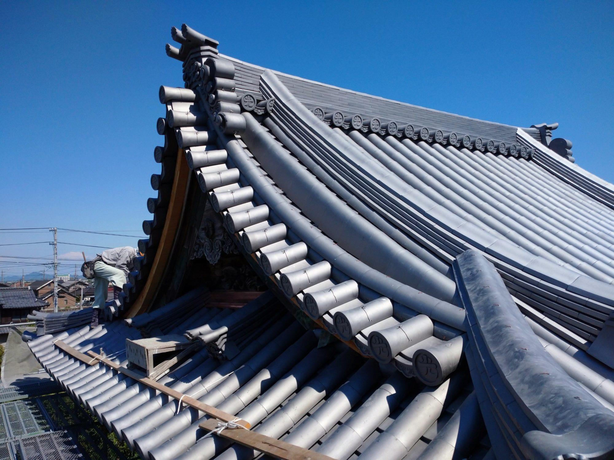 池田町で、お寺の鐘楼を工事しています。