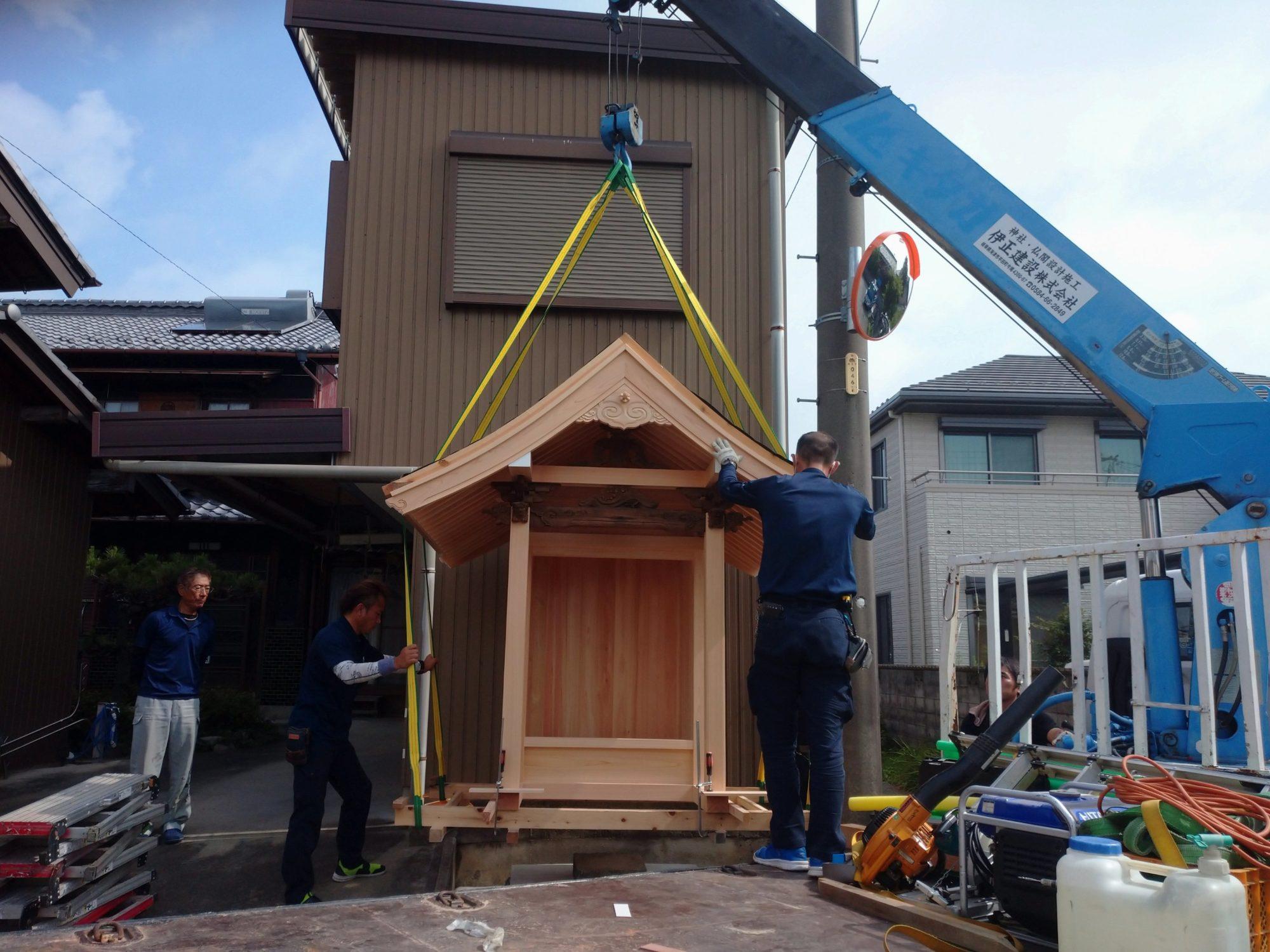 羽島市で、お地蔵さんの屋根工事をしています。