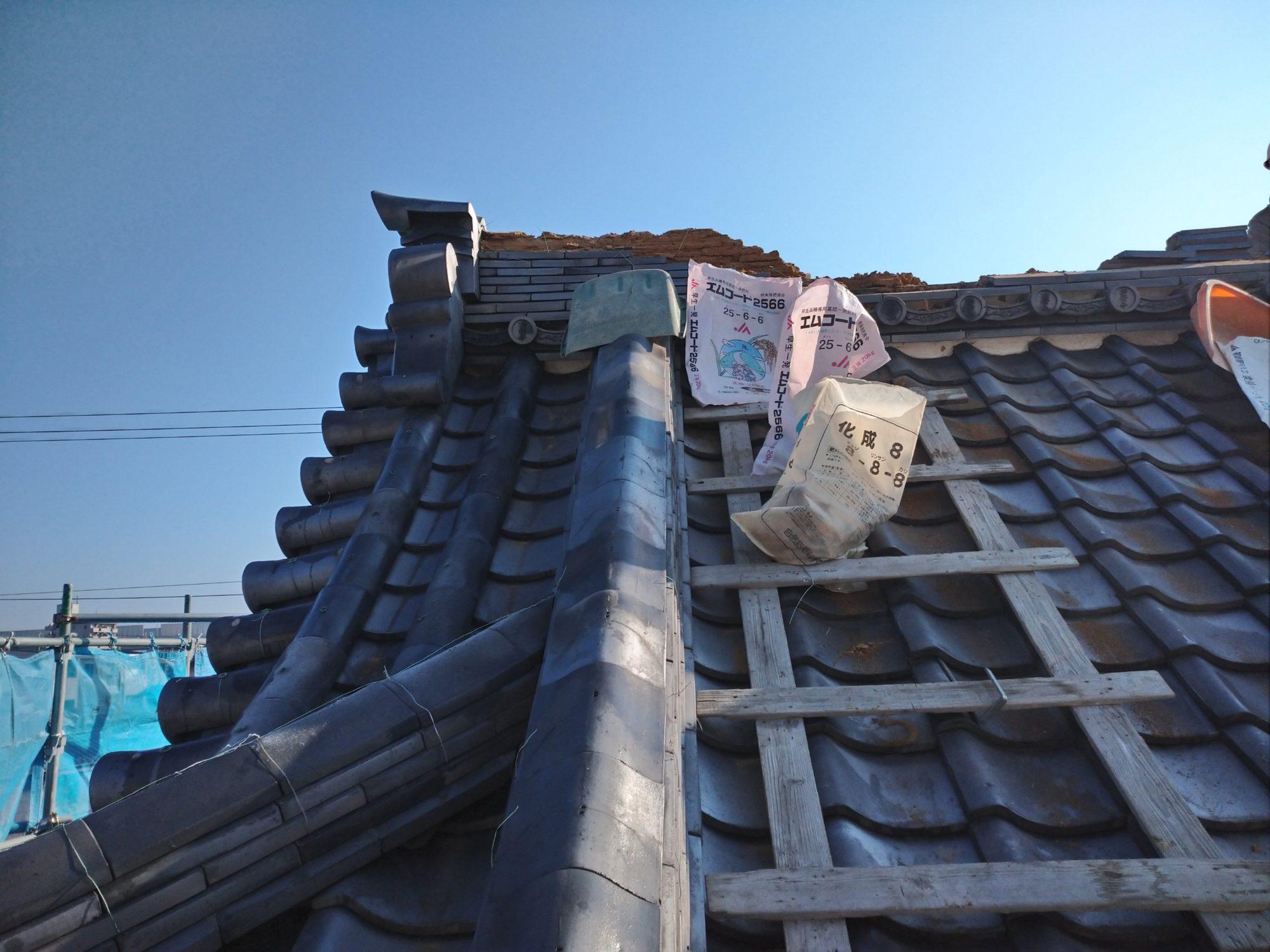 名古屋市中川区のお寺で、鐘楼の改修工事をしています。