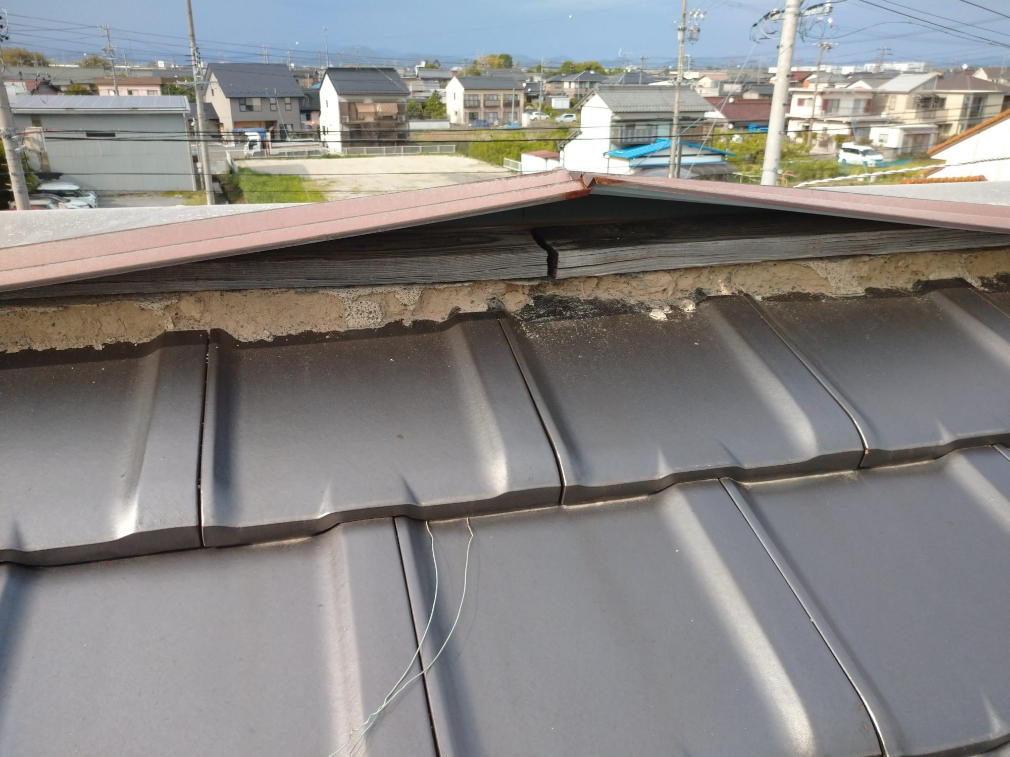 羽島市の民家で、板金改修工事です。