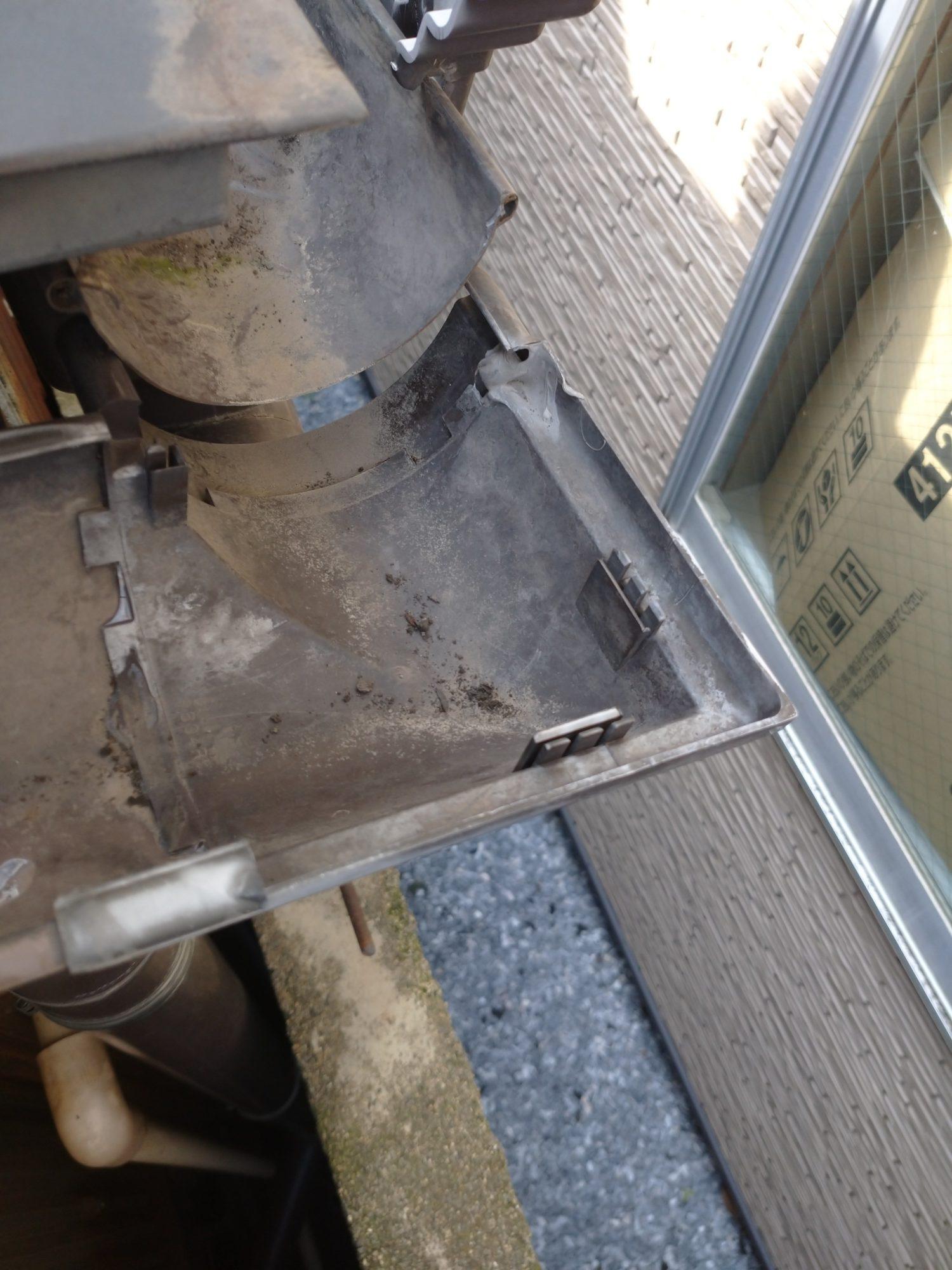 岐阜市で屋根の点検+修理をしています。